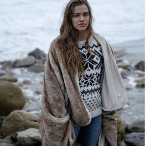 Abercrombie & Fitch Faux Fur Blanket